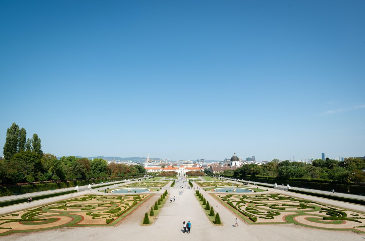 Blick vom Oberen Belvedere über den Schlosspark auf Wien I Lukas Schalle...-web