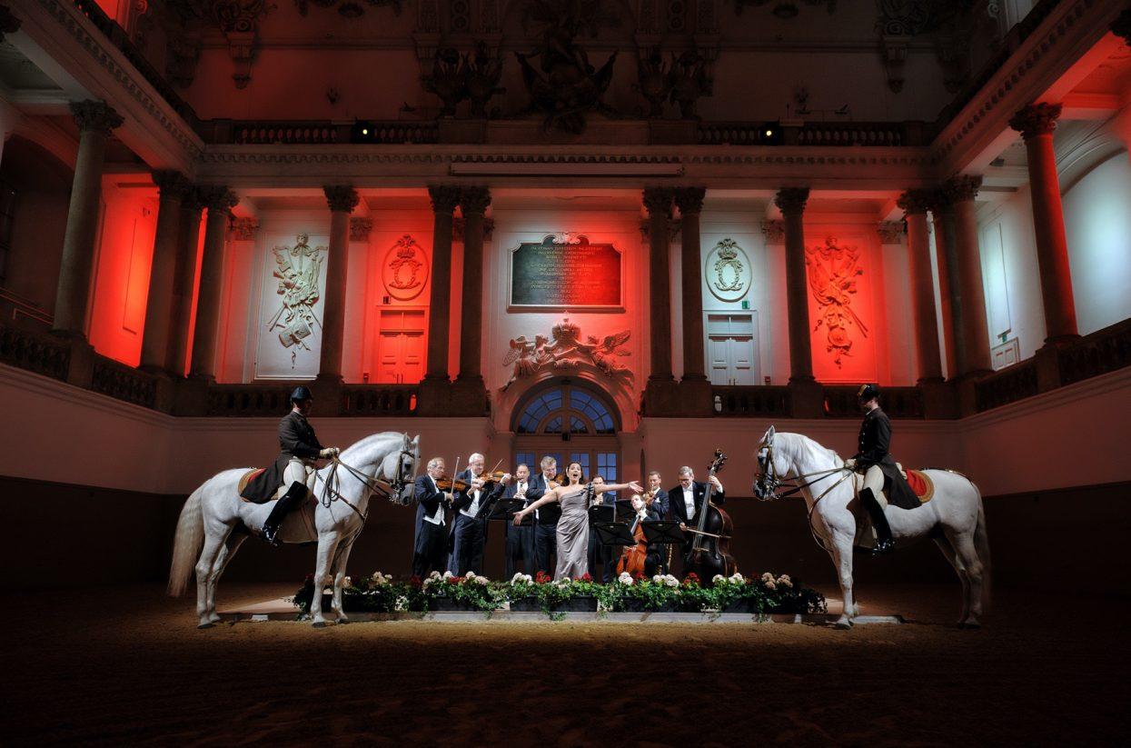 Foto 6 _Spanische Hofreitschule _Tribute to Vienna_Wiener Phlharmoniker(c)StefanSeelig_6252b - 1800x1200-web