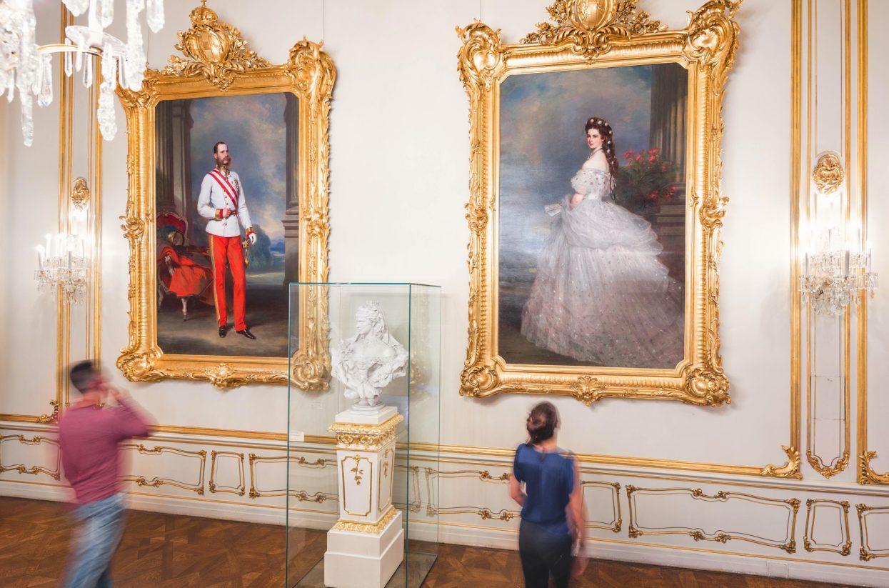 Sisi Museum Raum mit den Gemälden von Franz Xaver Winterhalter 01© Schloß Schönbrunn Kultur- und Betriebsges.m.b.H. - Severin Wurnig_web-web